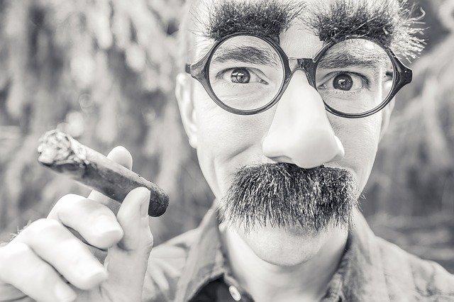 Ogni stile di baffi è accettabile avere nel 2021